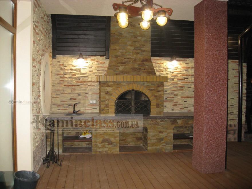 Беседка с мангалом и мини кухней из песчаника